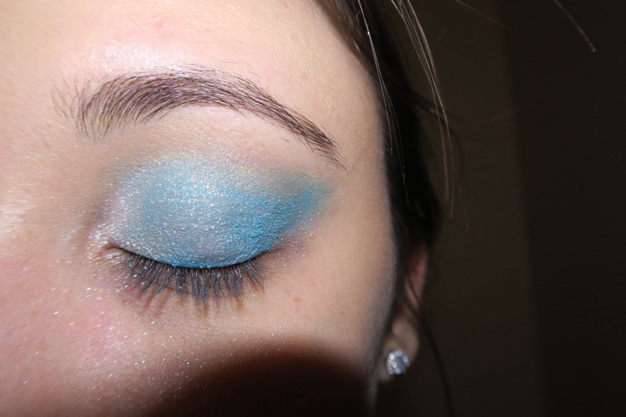 Maldives Blue with Pearl Powder on the inside lid
