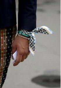 Les Belles Heures scarf