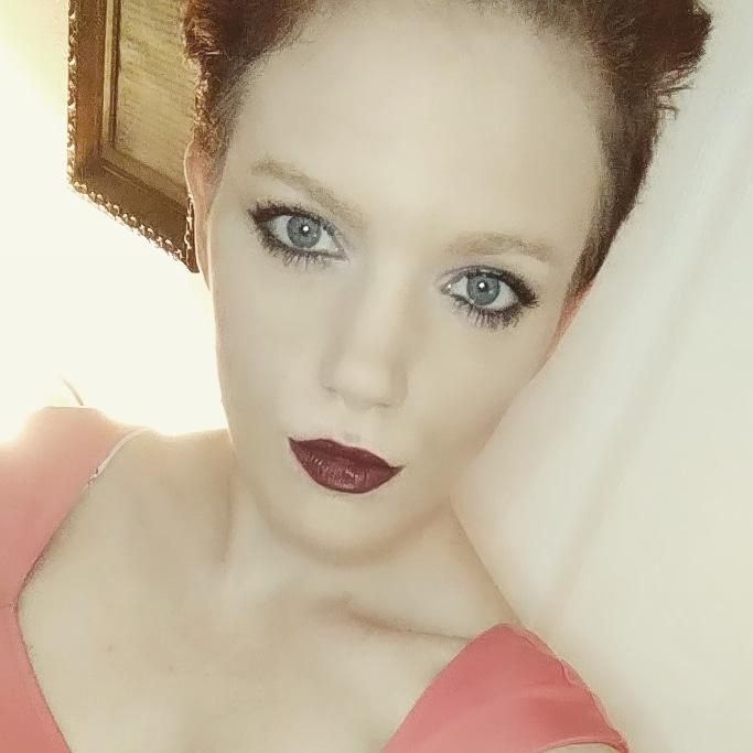 Annie Hatcher wearing Green Note Luminous Silk Eye Shadow as Eye Liner